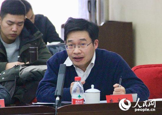 对外经贸大学国际关系学院副教授李志永发言 (人民网记者 杨牧摄)